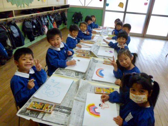 年中組はクレパスでお絵描き(*^_^*)