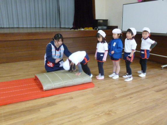 今日はどのクラスも室内で体操教室を行いました。 寒さを吹き飛ばすぐらいのパワー全開で頑張りました!